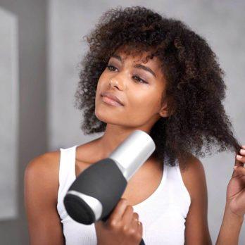 11 erreurs que vous faites en séchant vos cheveux