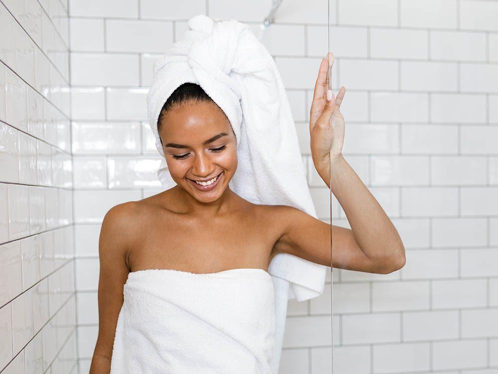 Vos cheveux ne doivent pas être séchés dès la sortie de la douche.