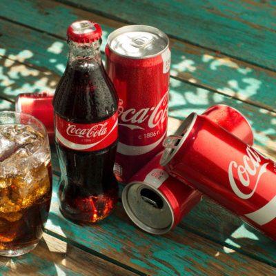 Le Coca Cola peut être utilisé pour enlever la gomme.