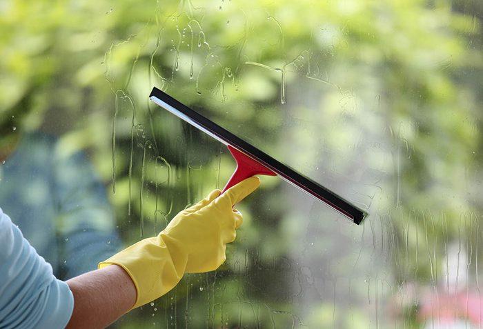 Le Coca Cola peut être utilisé pour laver les vitres.