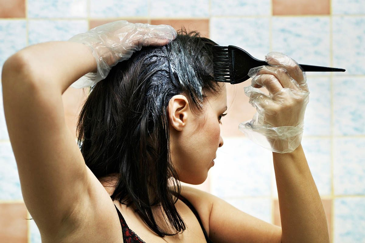 Le coiffeur préfère que vous le laissiez faire son travail.