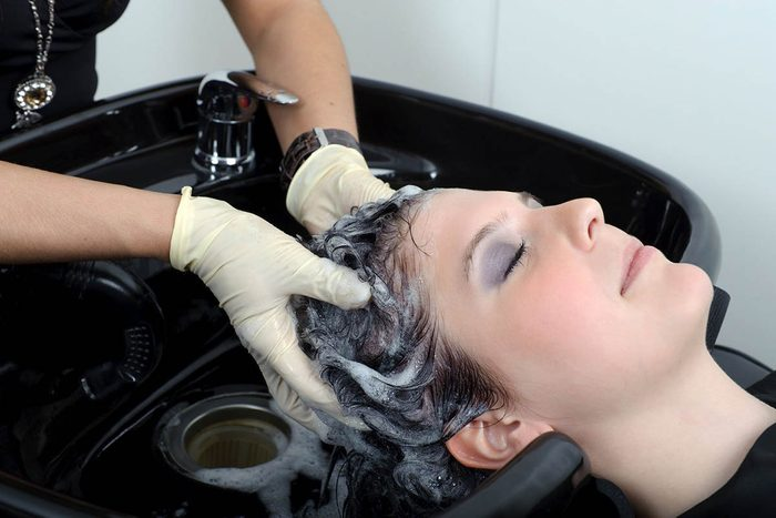 Donnez un pourboire à votre coiffeur.