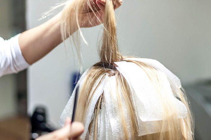 Le coiffeur sait quel mot vous redoutez d'entendre.