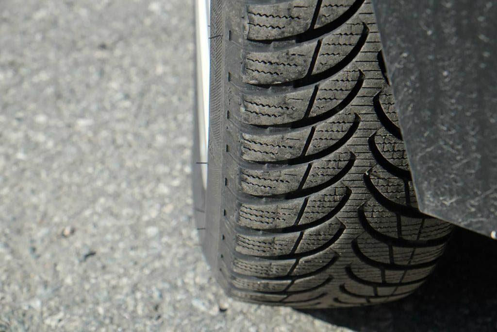 Conseils automobile : inspecter les carters de protection des passages de roue.