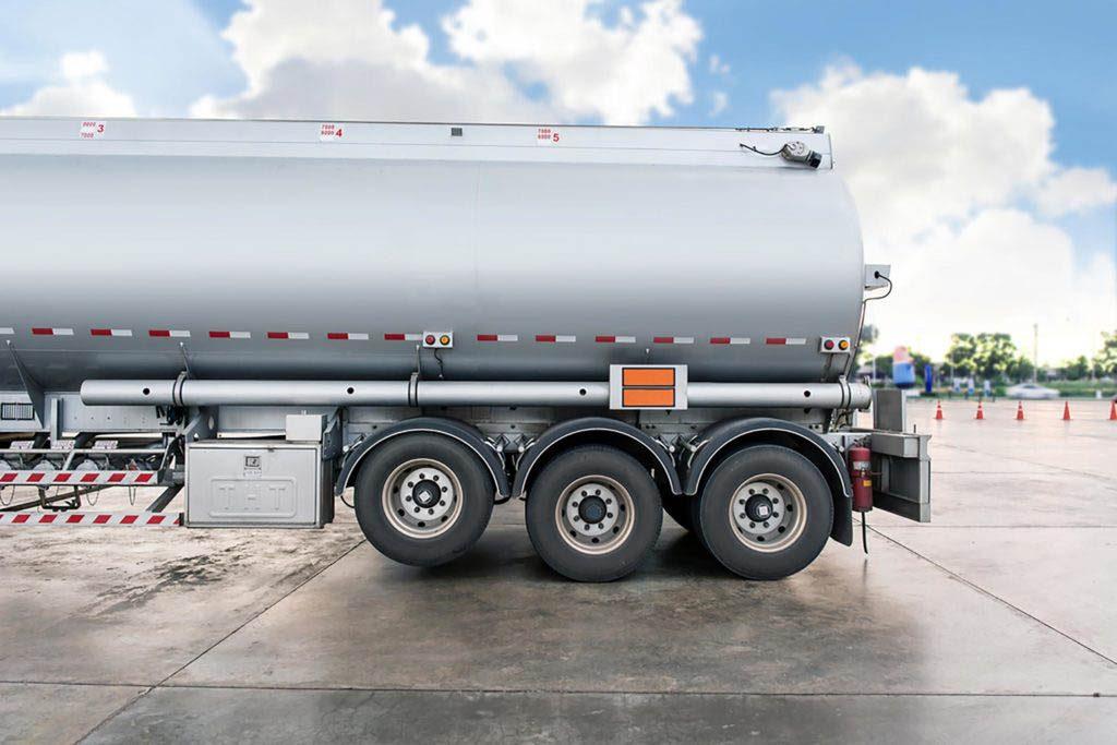 Conseils automobile : ne faites pas le plein si vous voyez le camion-citerne.
