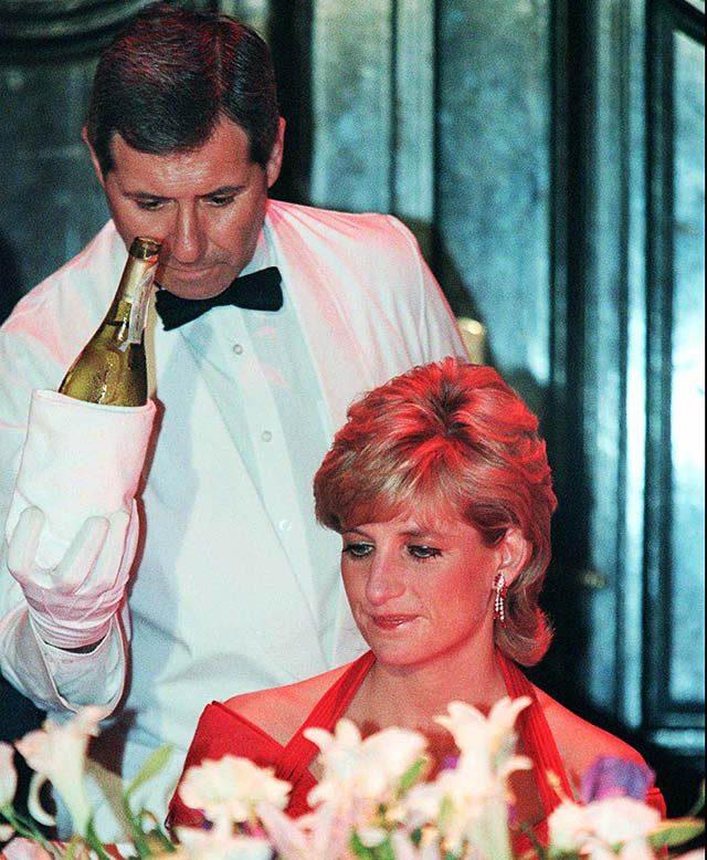 Diana mangeait parfois dans la cuisine.