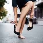 14 habitudes qui font des douleurs aux pieds, déconseillées par les podiatres