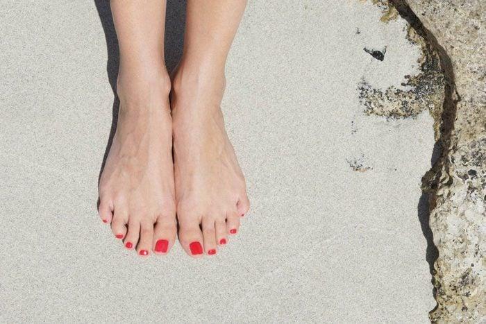 Une douleur aux pieds peut être due aux rayons UV.