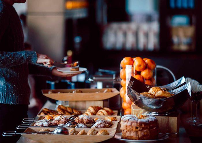 Excès alimentaires : élaborez un menu avec le buffet.