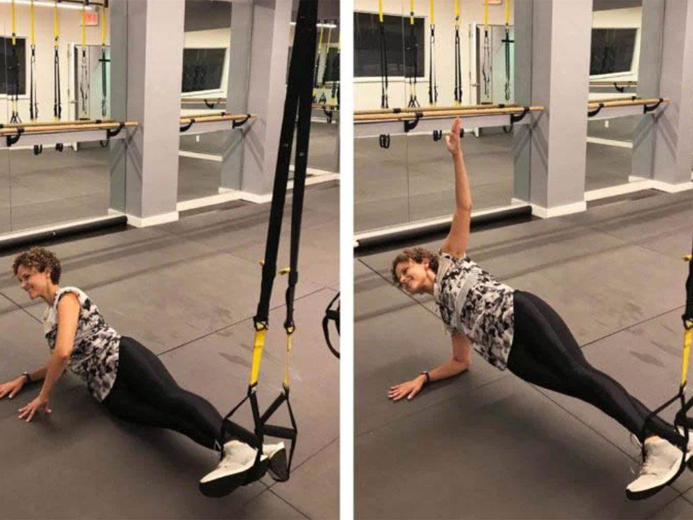 La planche latérale est l'un des exercices TRX que vous devriez essayer.