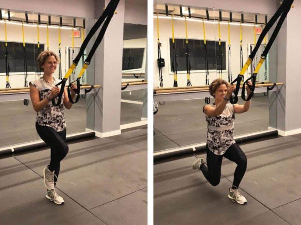 La fente en suspension est l'un des exercices TRX que vous devriez essayer.