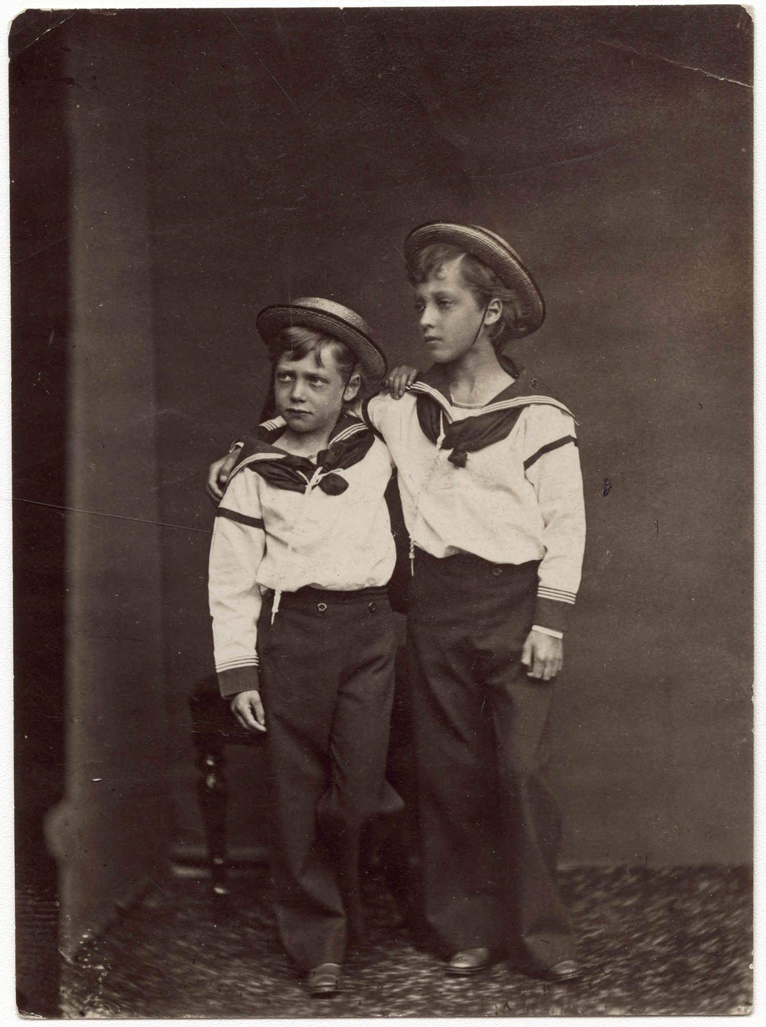 Famille royale : photo de George V et son frère aîné Albert Victor.