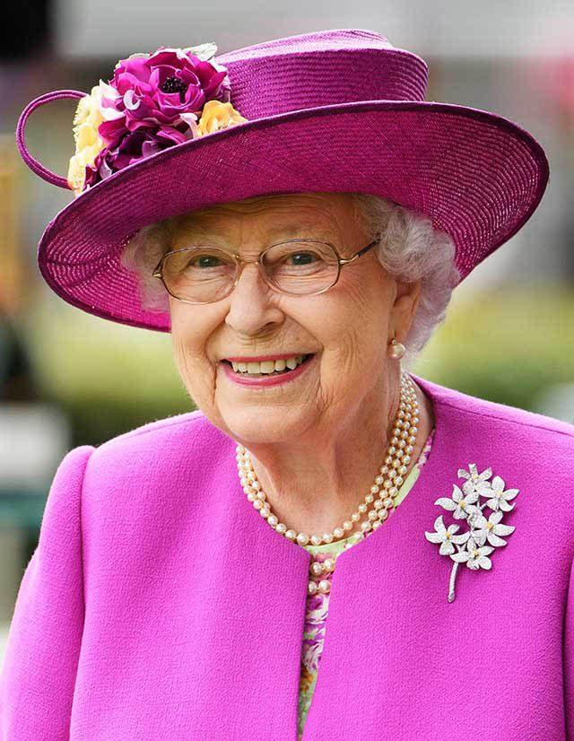 La famille royale doit toujours être habillée convenablement.