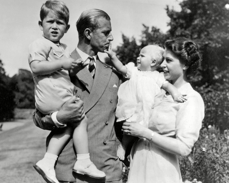 Famille royale : photo de la princesse Élisabeth, jeune maman.