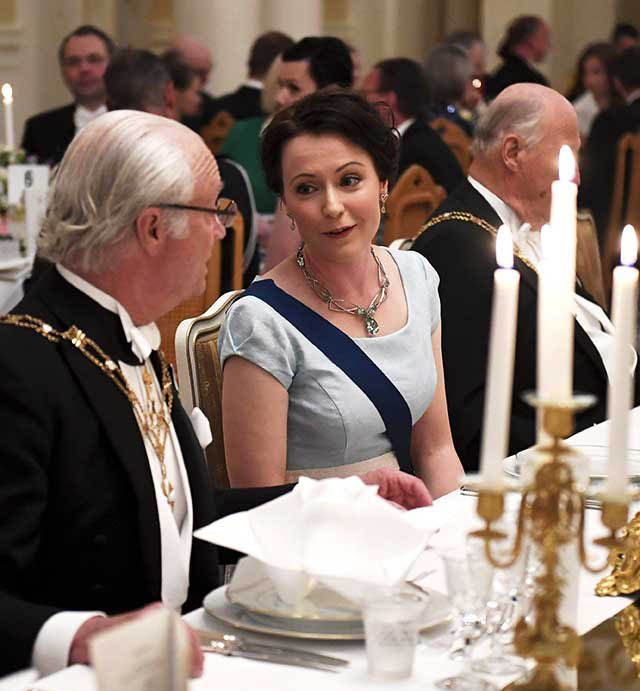 La famille royale doit savoir quitter la table discrètement.