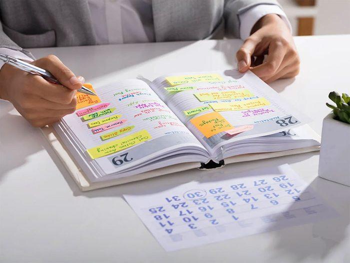 Établir une liste de priorités pour une meilleure gestion du temps.