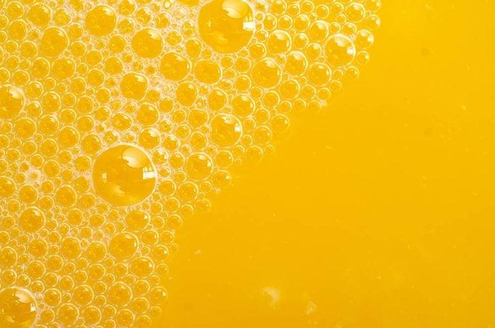 Les dents sont abîmées par le sucre ajouté dans les jus de fruits.