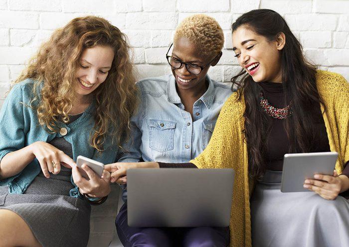 Magasiner en ligne peut être avantageux pour les achats groupés.