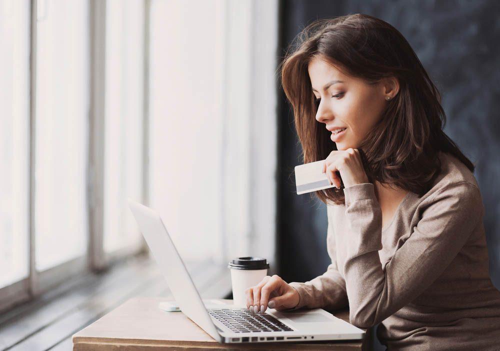 Magasiner en ligne permet de mieux comparer les offres.