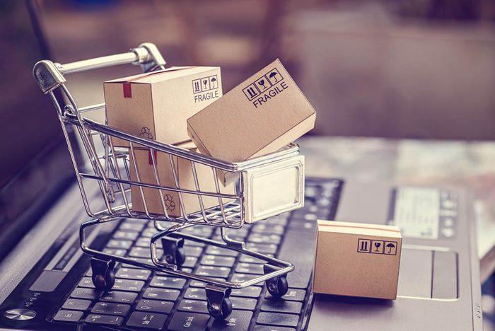 Magasiner en ligne et récupérer en boutique permet de limiter les frais d'expédition.