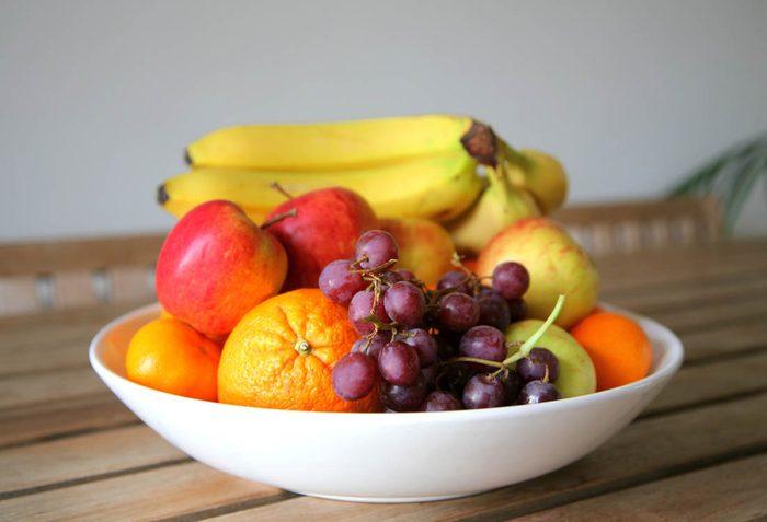 Pour maigrir avant les fêtes, ayez toujours un bol de fruits sur votre table.