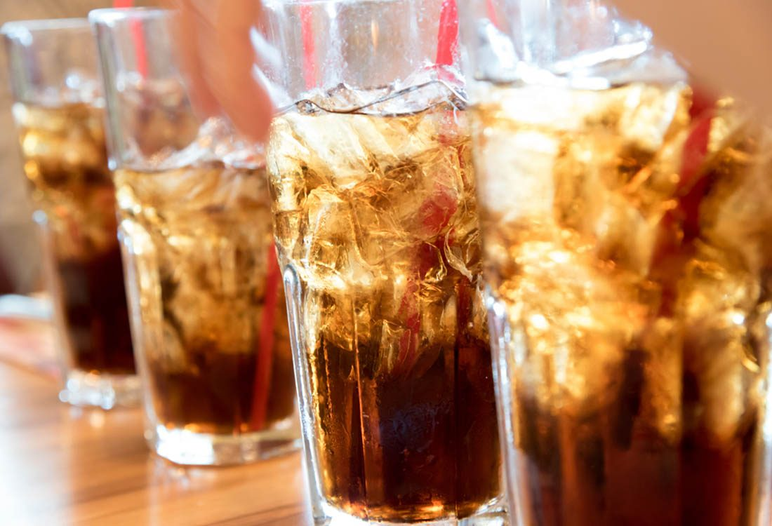 Pour maigrir avant les fêtes, évitez les boissons gazeuses.