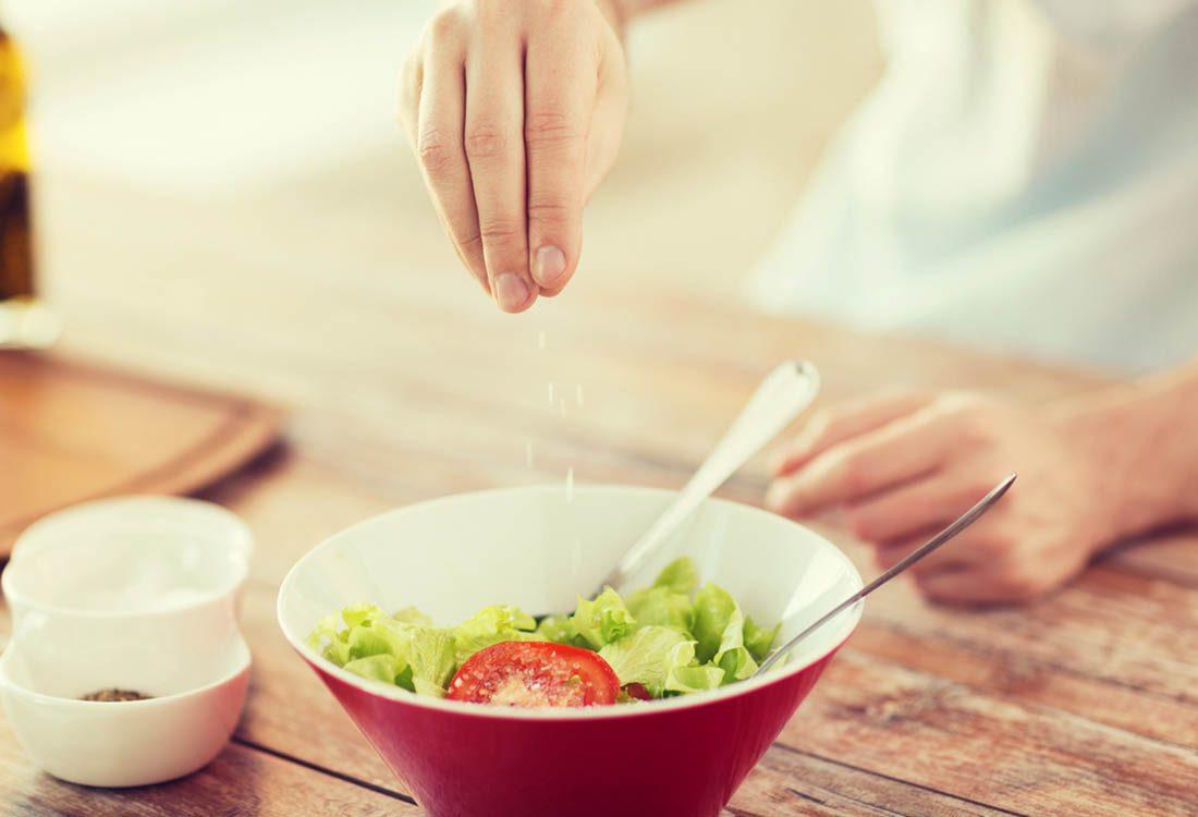 Pour maigrir avant les fêtes, limitez l'apport en sodium.