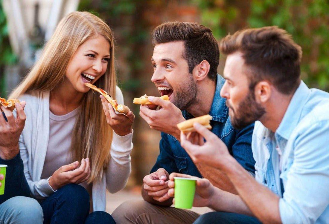 Pour maigrir avant les fêtes, fermez la bouche quand vous mangez.