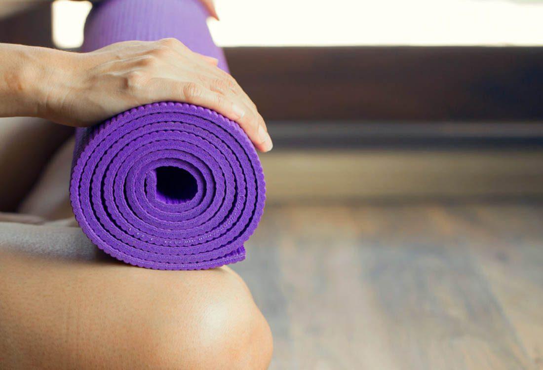 Pour maigrir avant les fêtes, pratiquez des postures de yoga.