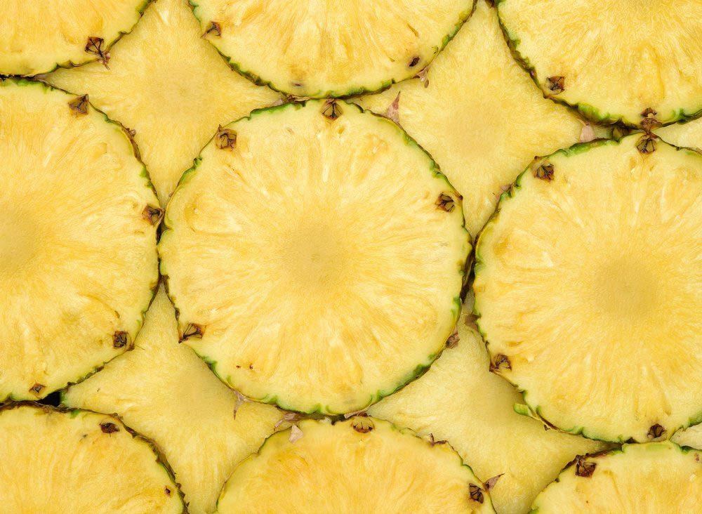 Mangez cru de l'ananas vous apporte beaucoup de bienfaits santé.