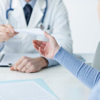 13 questions cruciales à poser à votre médecin avant de prendre des analgésiques