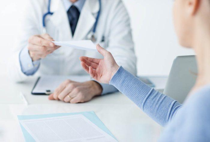 Médicaments : devrais-je demander une ordonnance pour de la Naloxone?
