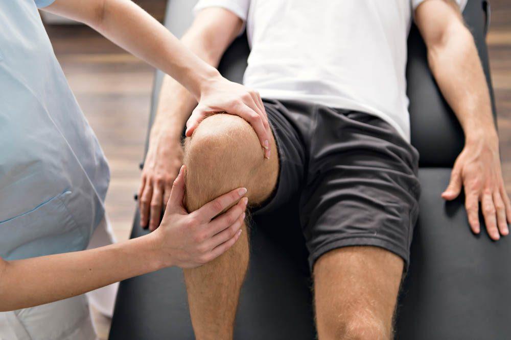 Mise en forme après 50 ans : en faisant de l'exercice, on doit éviter certains types de douleurs.
