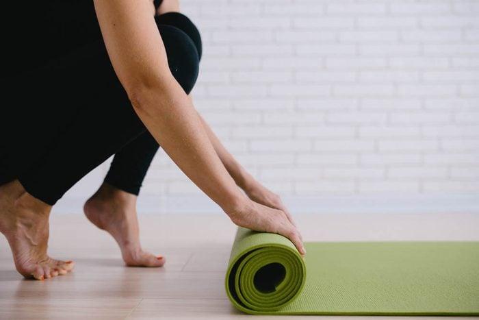 Mise en forme après 50 ans : ajoutez à votre routine des étirements simples.