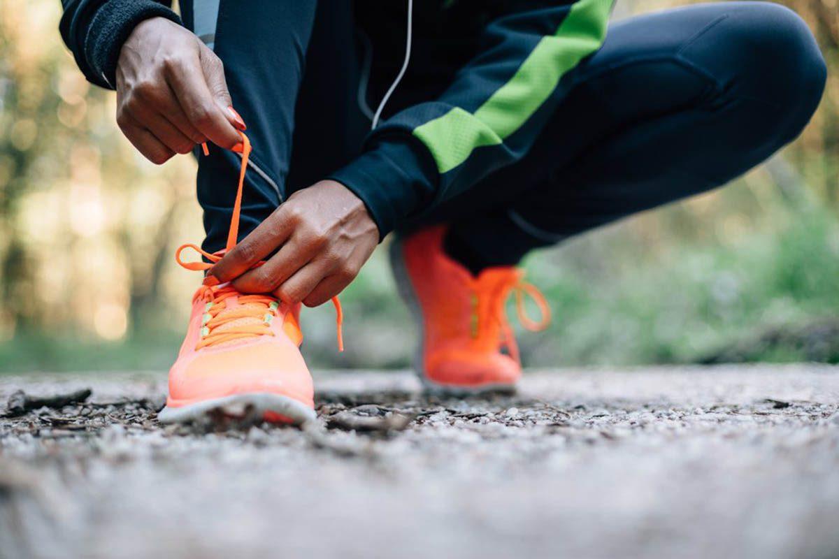 Mise en forme après 50 ans : la marche n'exige pas assez d'efforts du cœur pour améliorer vraiment son état.