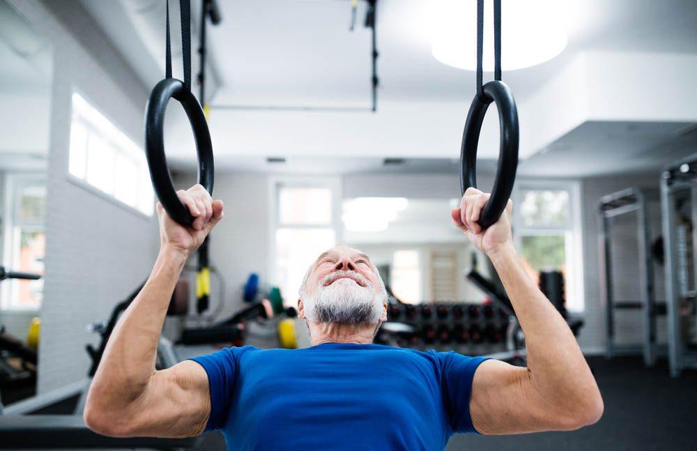 Mise en forme après 50 ans : la musculation est un outil essentiel pour la santé et la perte de poids.