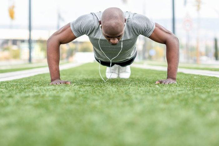 Mise en forme après 50 ans : l'entraînement a aussi des effets positifs significatifs sur le cerveau.