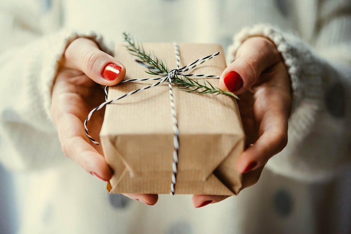 Pour un Noël zéro déchet, utilisez des emballages recyclés.