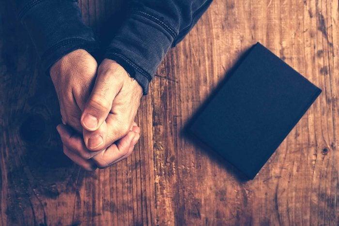Pardonner est plus facile pour les personnes croyantes.