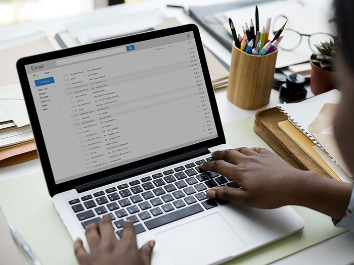 Votre patron ne vous le dira pas, mais il est important de lire toute la chaîne de courriels.