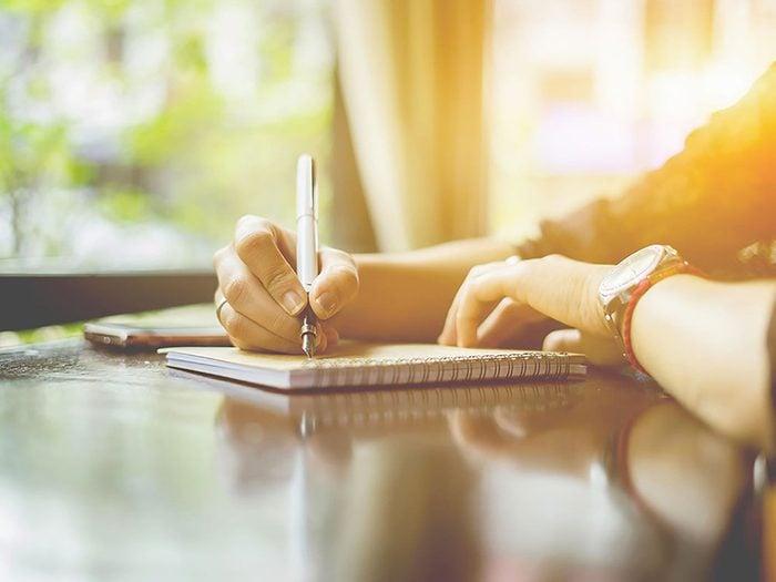 Vous devez absolument rédiger un journal alimentaire pour vous aider à perdre du poids.