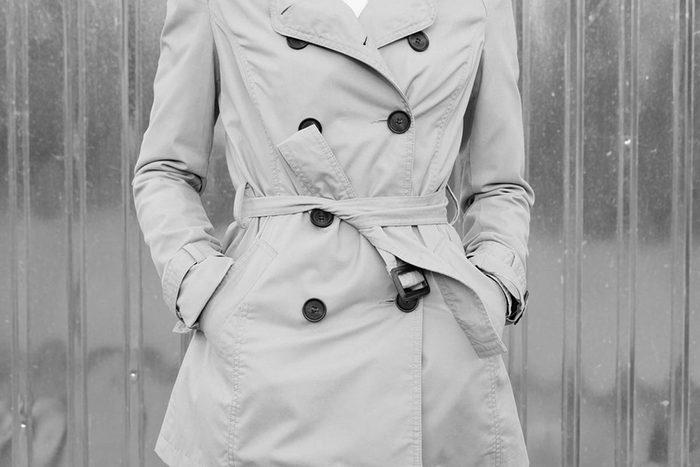 Depuis la Première Guerre mondiale, les manteaux imperméables sont à la mode.