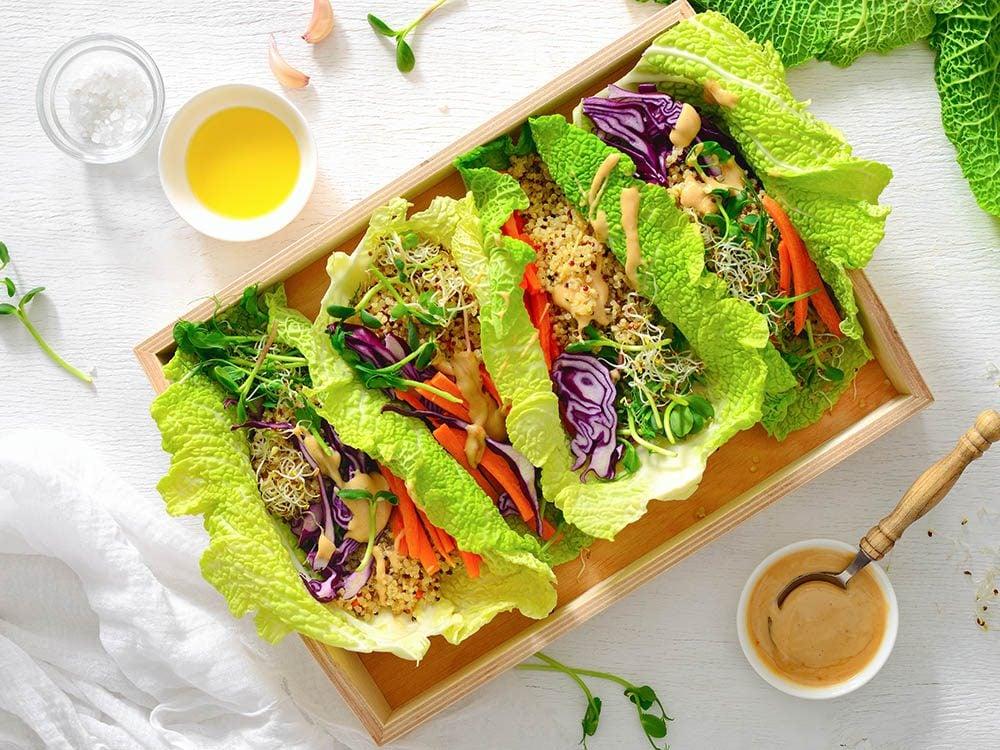 Recette de kale : utilisez les feuilles pour en faire des roulés.