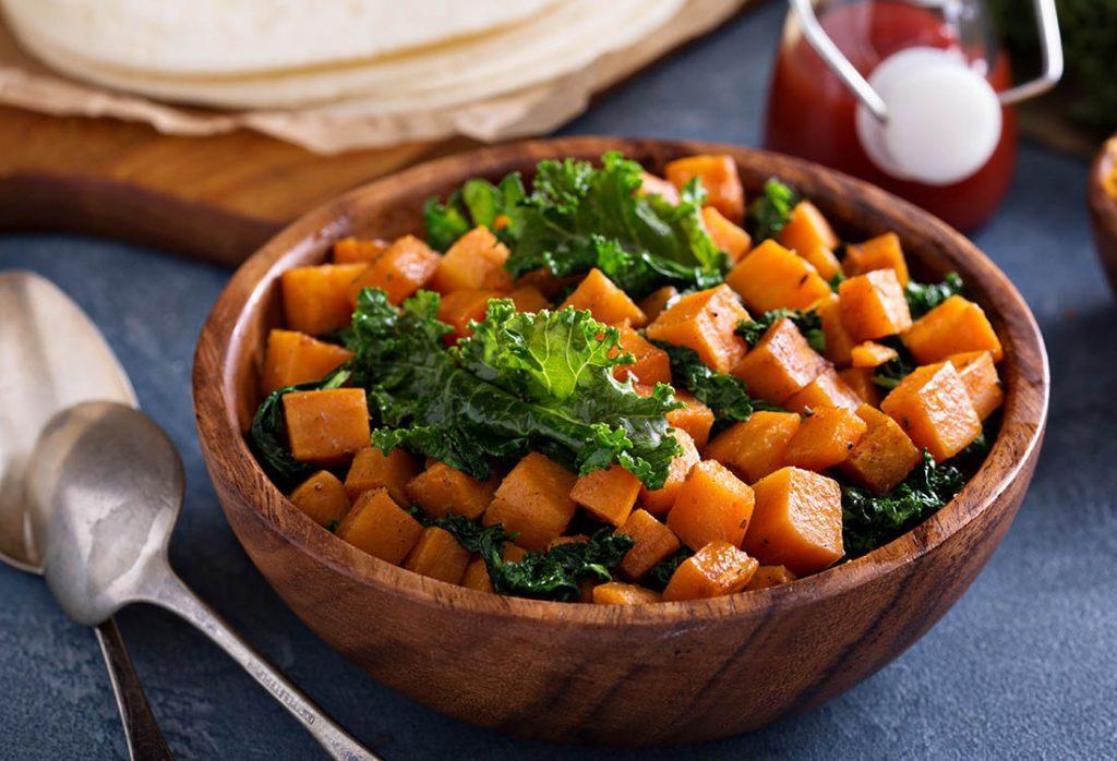 Recette de kale : dégustez-la accompagné de patates douces encore tièdes