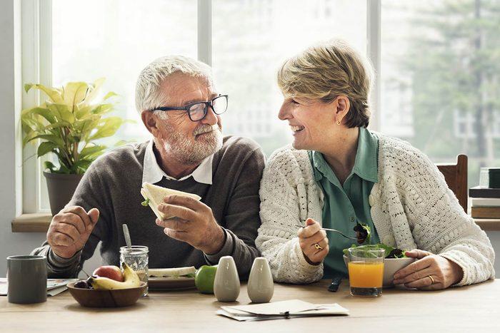 Le régime végétalien peut ralentir la diminution de la densité minérale osseuse.