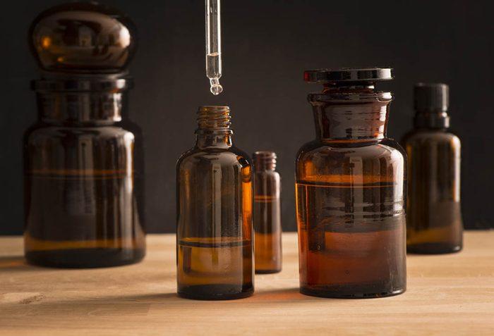 Remède contre la grippe : la quinine.