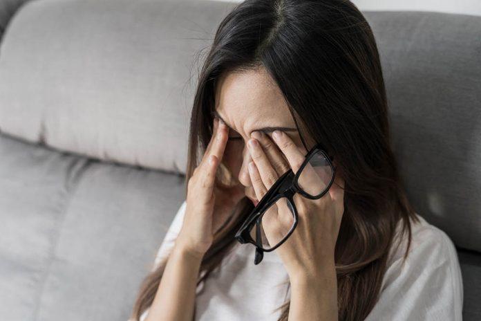 Se frotter les yeux peut créer une infection.