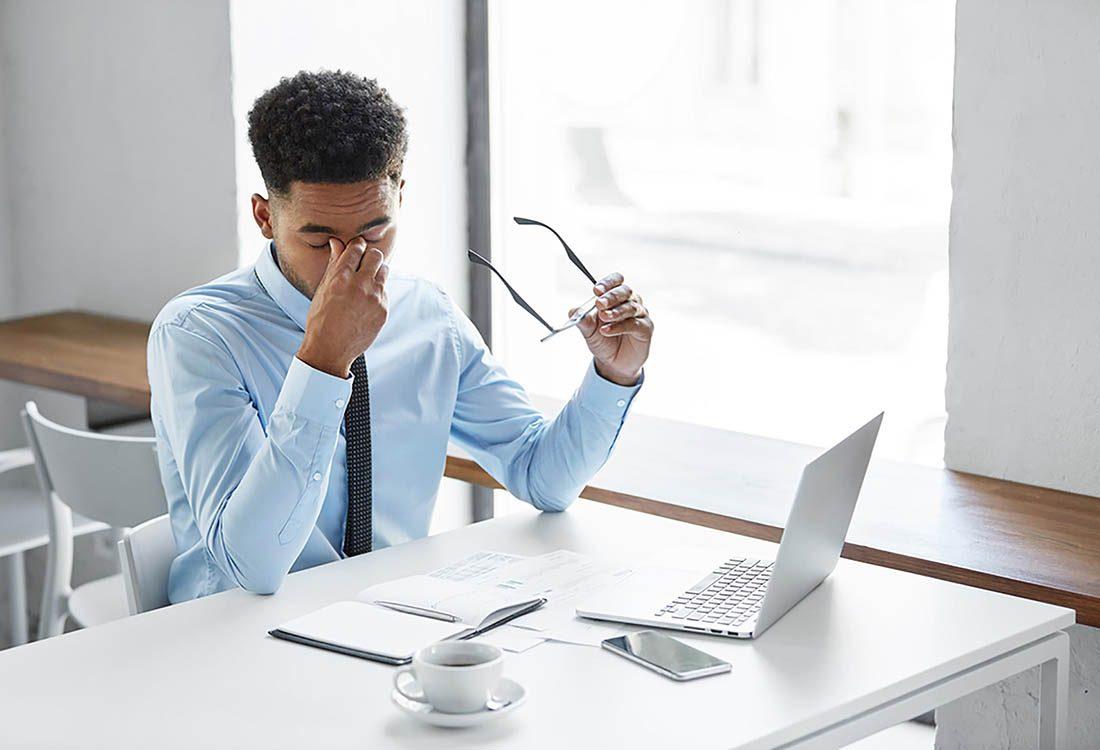 Se frotter les yeux peut soulager momentanément mais causer des dommages durables.