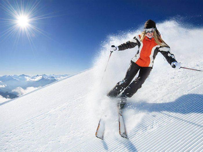 Faire du ski cet hiver vous aidera à rester jeune.