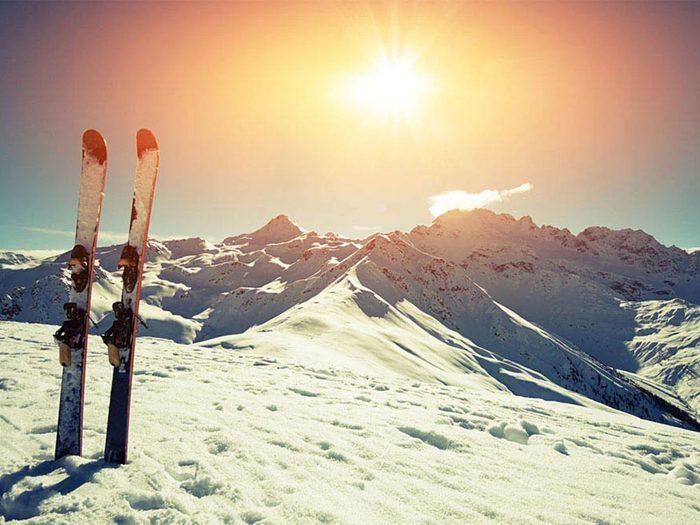 Faire du ski cet hiver contribuera à une bonne santé mentale.